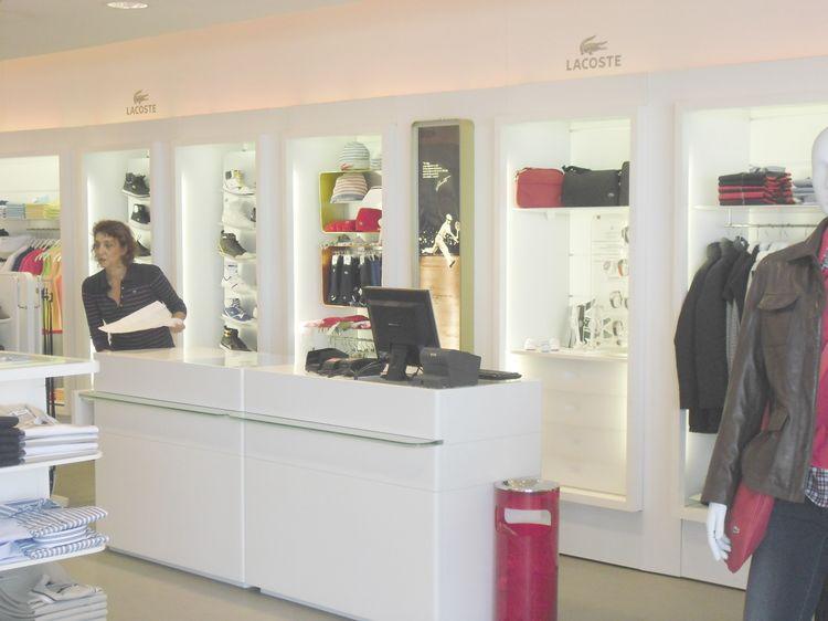 arredi per negozi: compra in fabbrica, arredamenti per gioiellerie ... - Arredamento Per Negozio Di Abbigliamento