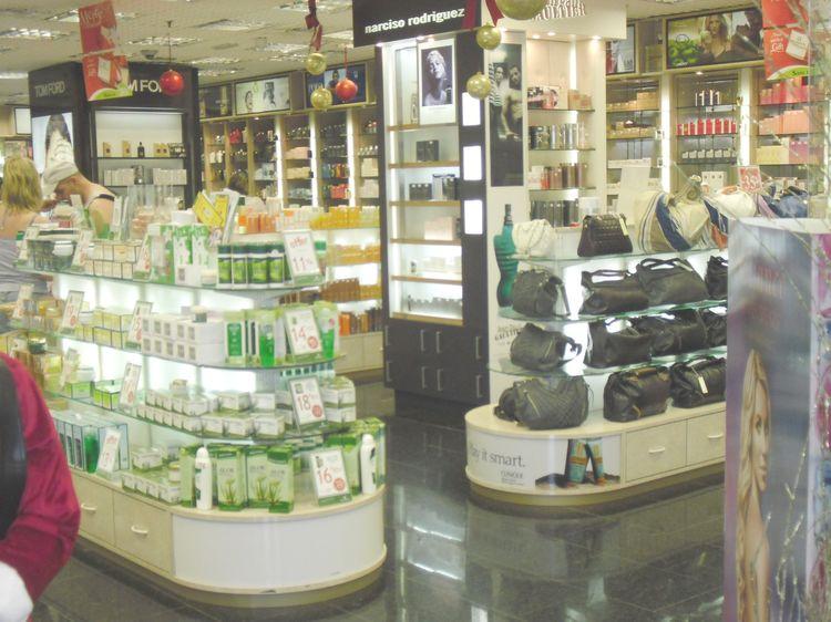 arredi per negozi: compra in fabbrica, arredamenti per gioiellerie ... - Negozi Arredamento Brescia E Provincia